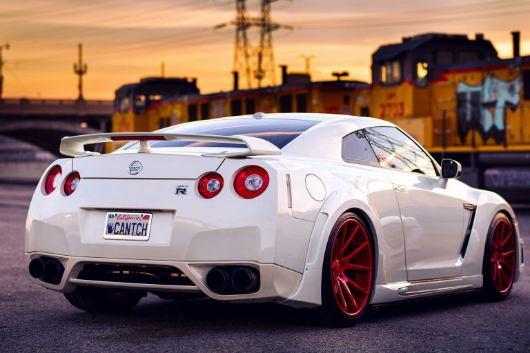 White-Gtr-Wallpapers-HD-768x512